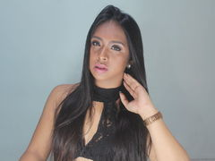 xZendayaTsx - shemale with black hair webcam at LiveJasmin