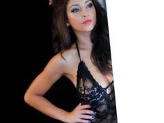 Anirri - female with brown hair webcam at xLoveCam