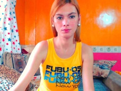 BeautyQueenTs - shemale with brown hair and  big tits webcam at xLoveCam