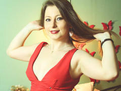 DeliceSmille - female with brown hair webcam at xLoveCam