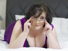DorisMature - female with brown hair and  big tits webcam at xLoveCam