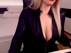Eblouissante - female with red hair and  big tits webcam at xLoveCam