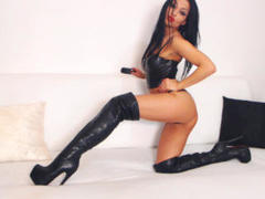 HotBisous - female with black hair webcam at xLoveCam