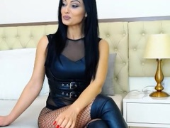 HotBisous - female with black hair webcam at xLoveCam