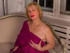 HotGiantPleasure - blond female with  big tits webcam at xLoveCam