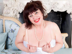 BustyHotEmma - female with brown hair and  big tits webcam at ImLive
