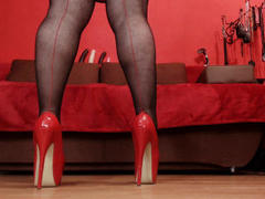 KaryQueen - female with brown hair and  big tits webcam at xLoveCam