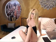 LindaBrynn - blond female with  big tits webcam at LiveJasmin
