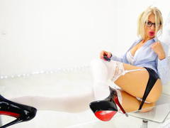 LouisaCream - blond female with  big tits webcam at xLoveCam