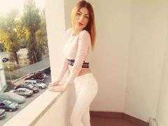 LynaDevine - female with brown hair webcam at ImLive
