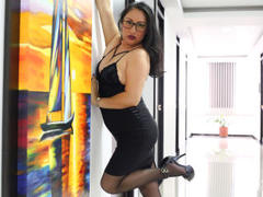 MadamFox - female with brown hair and  big tits webcam at xLoveCam