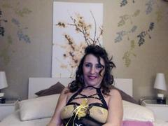 Oksenna - female with brown hair and  big tits webcam at xLoveCam