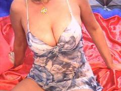ReniaHot - blond female with  big tits webcam at xLoveCam