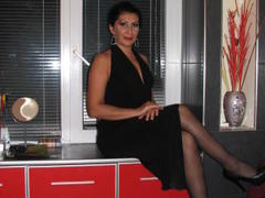 UniqueGirl - female with black hair webcam at xLoveCam
